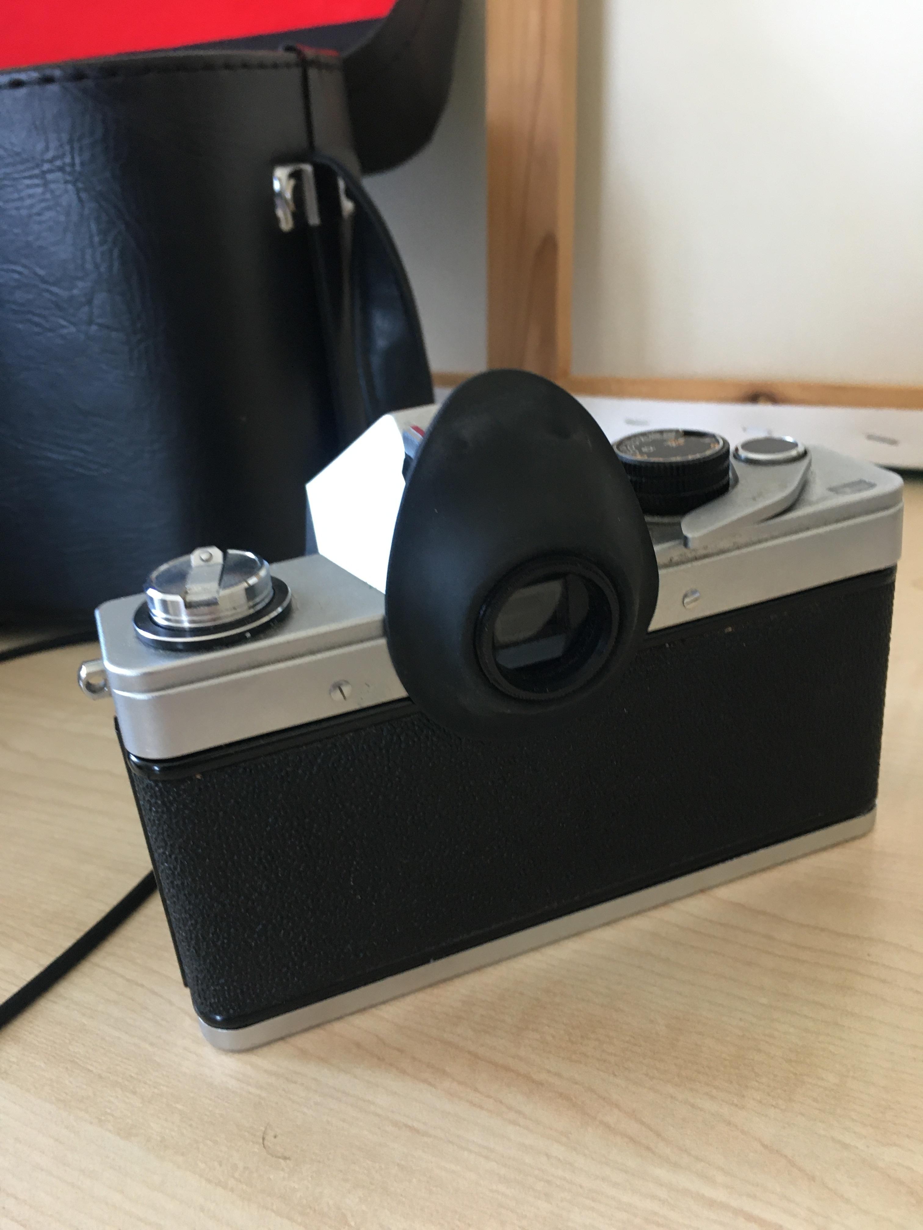 Pentacon Praktica LTL med 2 kompletterande objekti