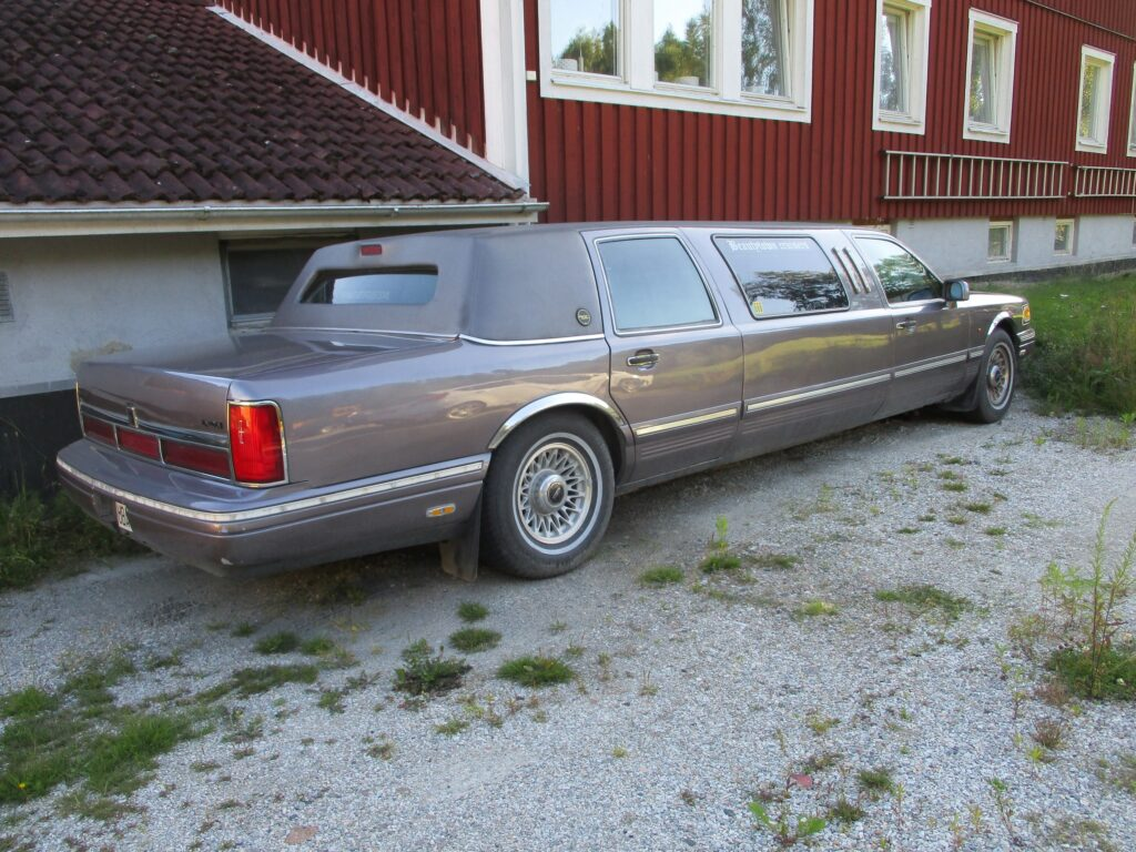 Lincoln Town Car Limo Limousine 1995